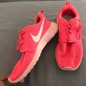 Neon pink nike roshe